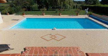 Ponts de piscine en résine
